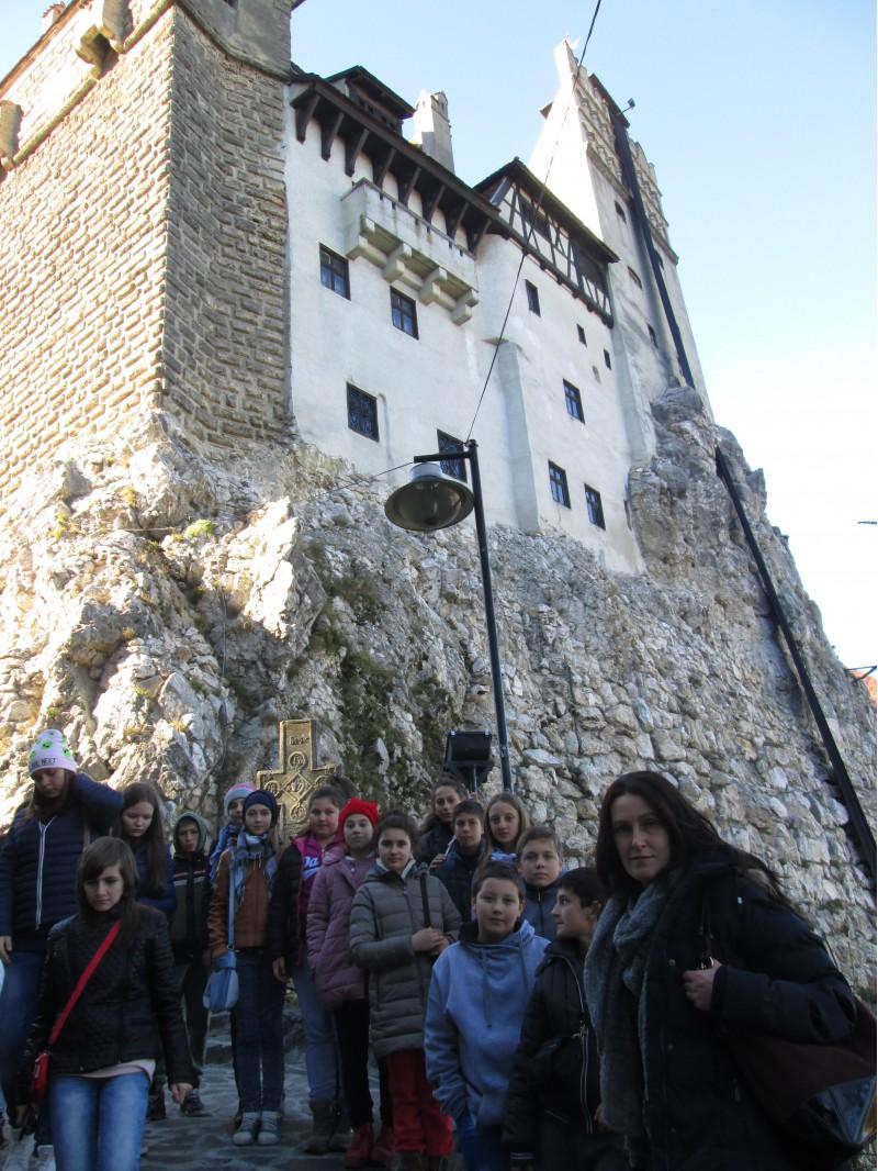 Alaturi de elevi la Castelul Bran