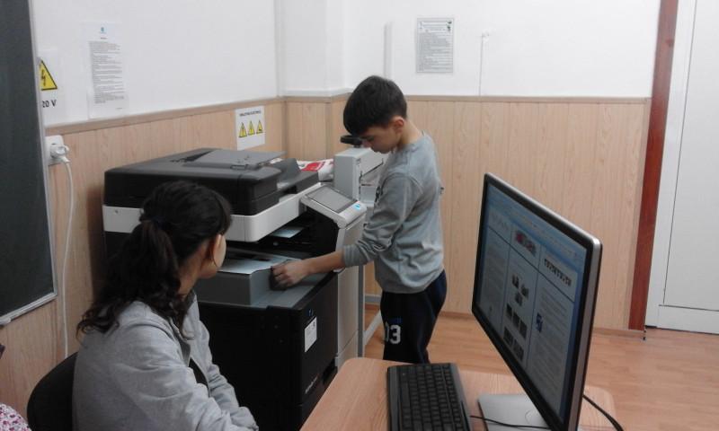 Minitipografia funcționează ca un atelier vocațional de pregătire profesională pentru tinerii cu surdocecitate şi deficienţe senzoriale multiple, în scopul încadrării lor viitoare pe piaţa muncii şi a integrării sociale.