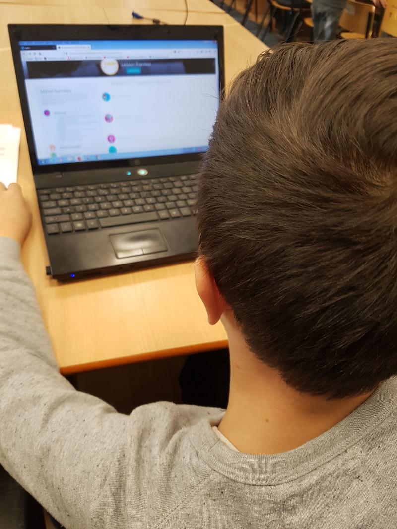 Activitatea de programare este o incantare atunci cand jocul este  folosit ca metoda de invatare.