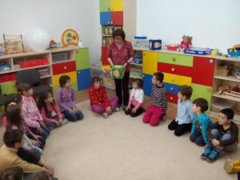 Ludoteca este un spaţiu accesibil, dotat cu tot ce poate însemna joc, ordonat, catalogat, coordonat de o persoană competentă pentru a răspunde nevoilor copiilor, un spaţiu în care copii au posibilitatea să se dezvolte, să se simtă liberi şi să fie educaţi într-un mod apropiat felului lor de a fi.