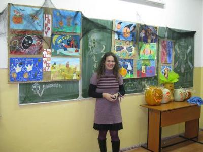 art_teacher_cristina_with_the_halloween_poster_entries_400